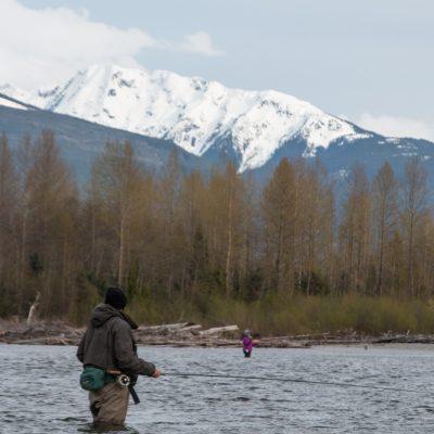 Zusammen fischt es sich erfolgreicher. So kann man verschiedene Wassertiefen und Fliegenmuster abdecken.